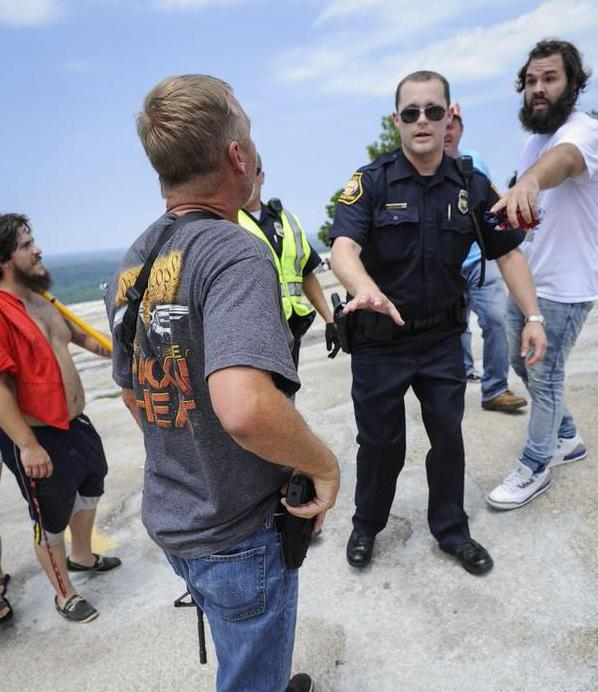 Guess which one police pull a gun on:  A) White racist reaching for open-carry gun B) Black woman in a car accident http://t.co/UUUXTOmrf1