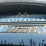 Cubren la cancha del nuevo estadio de #Rayados para la inauguración. Sigue la transmisión por http://t.co/mlgZ21qTxy http://t.co/gga1YdR7MZ