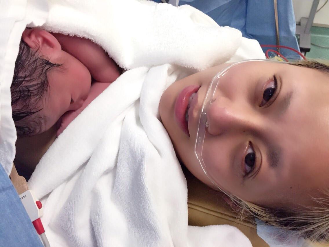 8月2日夜、ニーコ第一子出産しました! 2716gの元気な男の子です。 妊娠中、本当にたくさんの応援ありがとうございました! 今日からママ! ニーコ流にがんばります!! 取り急ぎご報告でした❤️ #出産 #ママ #育児 http://t.co/JAaYsZSCE5