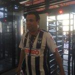 Mauricio García es el primer aficionado en entrar al Estadio BBVA Bancomer #InauguracionRayada http://t.co/1BErEd9OUf