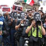 Protestas en 5 ciudades por asesinato de #fotoperiodista #RubénEspinosa #Narvarte http://t.co/WrwebDBJxm http://t.co/kiKOHa8dAU