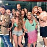 ¡Nos despedimos hasta mañana con esta foto de familia! #PasaporteALaIsla3 @pasaporteisla http://t.co/DY5rE0oBWH