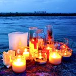 @richardbranson Candles 4 Austin & Perry Boat Parade  Mon 7pm story http://t.co/C04TPEOfDc #FindAustinandPerry http://t.co/6oddbtvpPB
