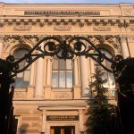 """Банк России отозвал лицензию у """"Банка Расчетов и Сбережений"""" http://t.co/HYjKexI9G1 http://t.co/qRU8pVo4UH"""