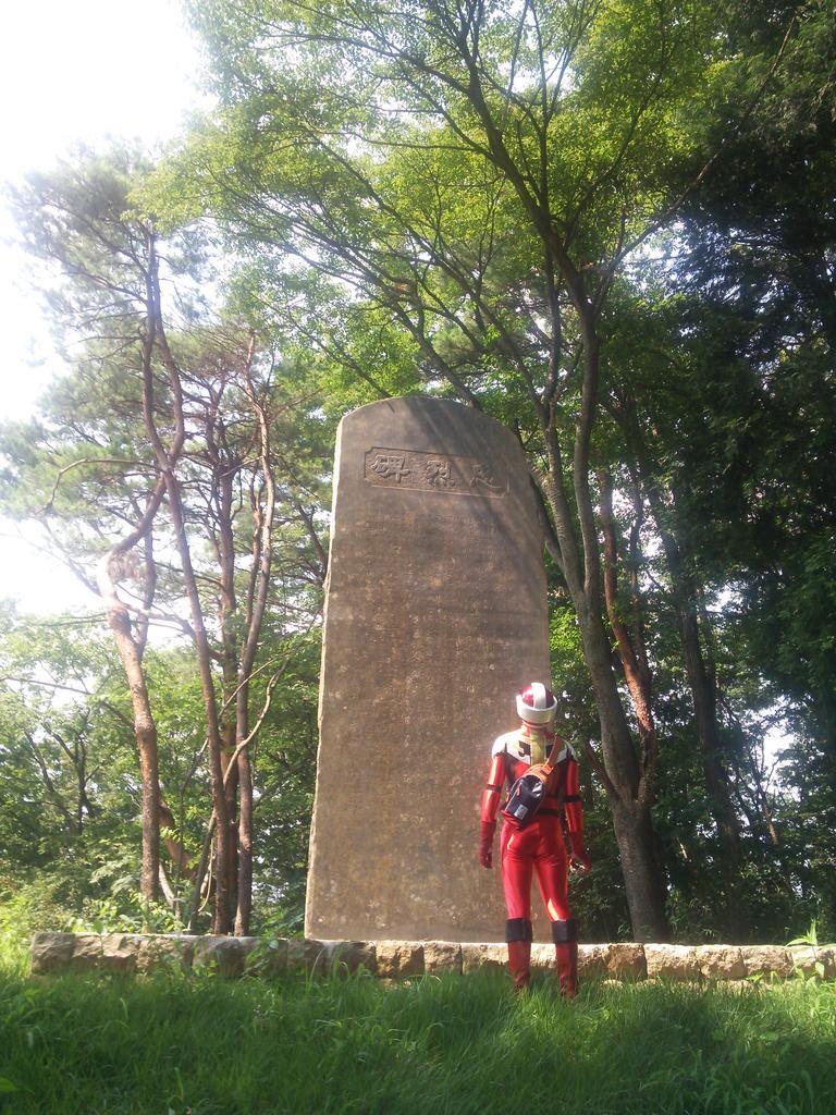 セーブポイントに立つ勇者 フィールドを歩く勇者 看板をチェックする勇者 #すごろくガイド http://t.co/kh5E4Vo2xZ