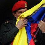 Bandera tricolor de Libertadores y Libertadoras,bandera antiimperialista de un Pueblo que la lleva siempre Victoriosa http://t.co/HYJpvMY0Du