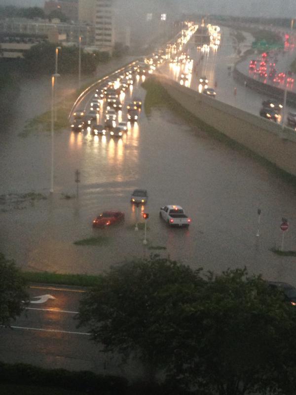 OMG RT @MeredythTV: I-275 & Westshore Blvd FLOODING. SB 275 exit CLOSED. Via @MsMartisek http://t.co/UGP1Q9sOCD