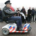 Burgemeester heeft het probleem opgelost voor de wedstrijd Ado Den Haag-PSV ze roepen gewoon oud agenten op! #ADOPSV http://t.co/NJmCqxHteg