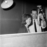 Beloved Liverpool-born entertainer Cilla Black has passed away. Here she is recording at Abbey Road in the mid-1960s. http://t.co/qZG6m1TAFv