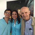 Con mi padre,Henrique;su vida ejemplo d honradez y amor a Vzla;y mi hijo,Henrique q entiende esa razón d mi lucha http://t.co/y409kMihTn