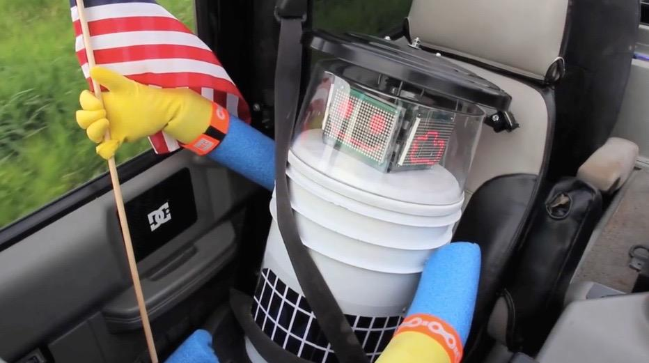 Adorable hitchhiking robot found mutilated. This is why we can't have nice things, America! http://t.co/7Ydm12Sgm4 http://t.co/Ycit5o85Jp