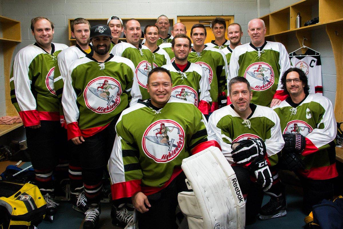 The best looking #hockey team on the planet #highlandershockey #beerleague #1stPlace http://t.co/jXo2VxiKuY