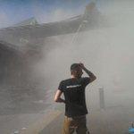 Eén persoon ligt nog levend onder het puin zegt ooggetuige, meer updates in ons liveblog http://t.co/EufVZpitgL http://t.co/MNMFMxmcAf