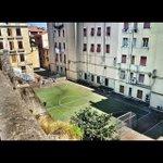 Un terrain de football dans un quartier italien... http://t.co/EakhDY4jtQ