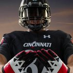 First look at the #Bearcats @uafootball gloves #ARMOURGRID #Nippert2015 http://t.co/JsIYP055hn