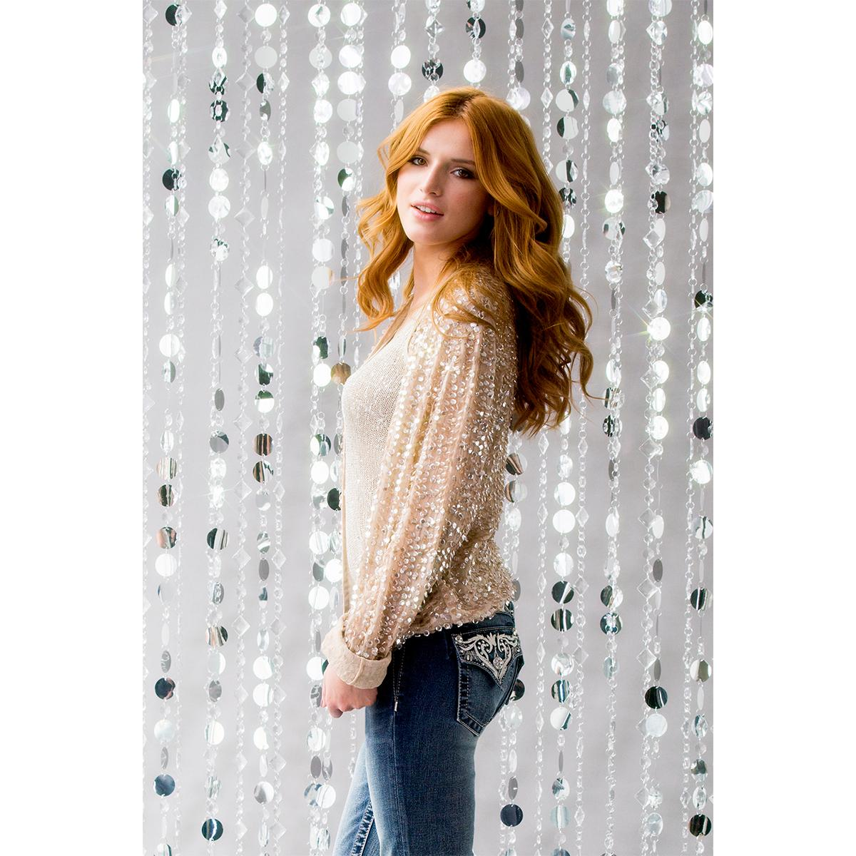 #LetYourselfShine in the new Royal Intrigue #MissMeJeans, as seen on @bellathorne. xox http://t.co/qDFZ5Zzr6Z http://t.co/hocwADINw6