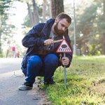 Миниатюрные дорожные знаки для крошечных жителей Вильнюса. Люди - не единственные жители города. Часть 1 http://t.co/JY4gKtBxYg