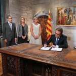 El #presidentMas ha signat avui el decret de convocatòria de les eleccions del #27s http://t.co/0z9TxLBllO