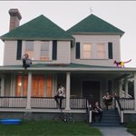 I FREAKIN LOOOVVVVVVEEEEE IT MY FAV VIDEO ???? ???????????????? #SHESKINDAHOTMUSICVIDEO http://t.co/dDVTIZuObt