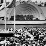 The @chicagosymphony Orchestra performs at the Century of Progress in 1934 a at the Swift Bridge Bandshell. #Chicago http://t.co/NzV0lPvIMM
