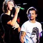 Ricordate lo sguardo orgoglioso si Louis? #OhWaitItWasHarry http://t.co/Vrwkf75MvG