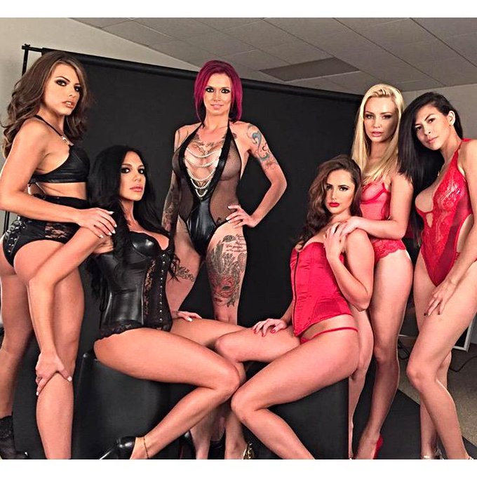 I just wanna Fuck them all at the same damn time! ? #AVN shoot @AVNMediaNetwork @AdultVideoNews http://t
