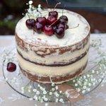 @DonaDulceSalada nos deleitó con una maravillosa Naked Cake de Cereza Negra. Pie de tarta de @CristalOne_ #coruña http://t.co/OPnctXac6M