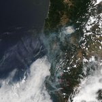 Very cool image! @NASA released this satellite picture of smoke from #wildfires in #Oregon & #California. #LIVEonKVAL http://t.co/GNnZXzTAyG
