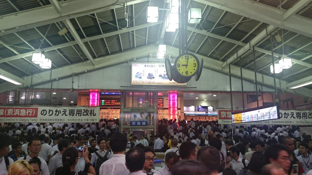 こちら品川駅素晴らしい盛り上がりを見せております http://t.co/zHwbRxrtxA