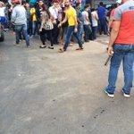 Fila en Maxi Cambios de Jebai Central de #CDE http://t.co/uci3a7efdD