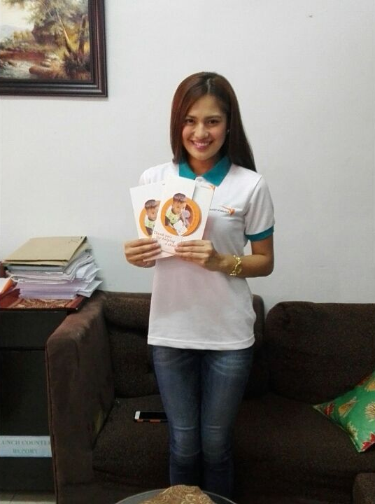 .@MyJaps for @WorldVisionPH. She shared her love for music with kids from our Malabon community. Thanks, Julie Anne! http://t.co/c5NjpmAlAZ