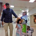 الطفلة #زينب_لباد تغادر مطار مسقط الدولي متوجهة إلى المملكة العربية السعودية بعد شفاءها من الرصاصة الطائشة. http://t.co/PeUZBL92ou
