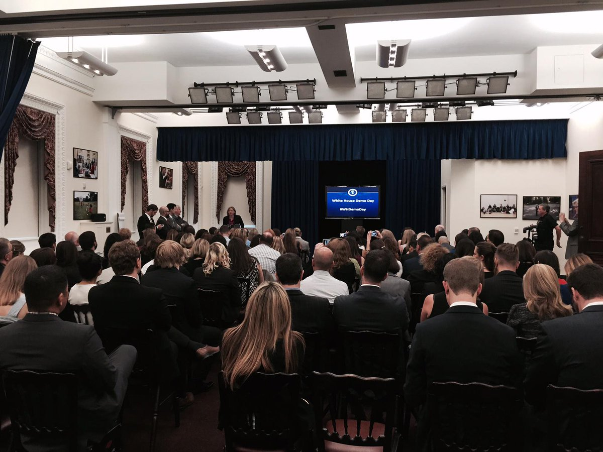 We're kicking off our #SocialMediaorg Member Meeting in D.C. with the first ever #WHDemoDay @WhiteHouse http://t.co/P3OWKsu7KA