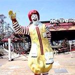 Un McDonalds abandonné depuis plusieurs années. http://t.co/HDOEGV4gK3