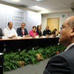 Reconoce Javier Villacaña respaldo del Gobierno Federal para reactivar economía http://t.co/eaOVJIliDv http://t.co/GV2sICJbX7