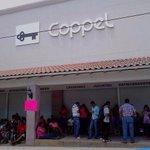 Maestros de la Sección 22 toman las instalaciones de Coppel, Oxxo y Bodega Aurrera en Pinotepa http://t.co/SfYQTua67P
