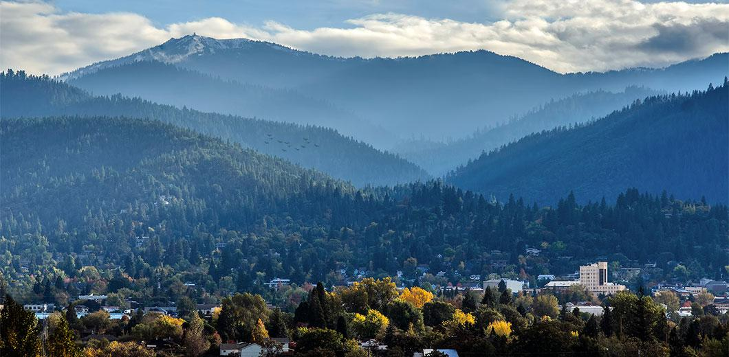 It's not to late to plan a #weekendgetaway... Here's why #Ashland,OR is the perfect spot  http://t.co/GfW28OI6qz http://t.co/wtRw7KGa2w
