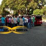 #Istmo Mototaxistas protestan en el Palacio Juchitán, exigen la instalación de una base #Oaxaca #TwitterOax http://t.co/8cWGFdcyxc