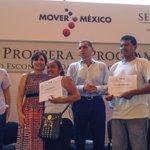 Realizamos entrega de certificados de Transición de Familias de @Prospera_mx a Programa de #InclusiónSocial #Oaxaca http://t.co/LJrdu4wNur