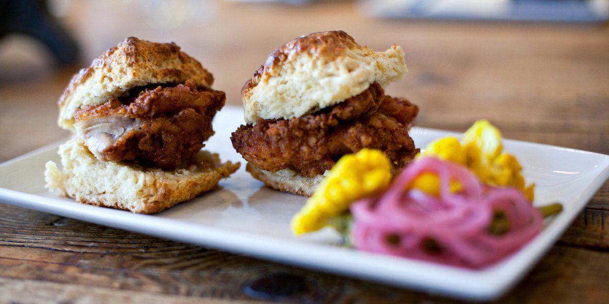 Fried chick and buttermilk biscuit sliders! LET ME INSPIRE YOU!!!!! http://t.co/hwdWtYReUY