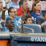 We see you, @RealTracyMorgan, showing off some #PinstripePride celebrating the #Yankees scoring first! http://t.co/5zDh1fqk9m