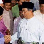 10 persatuan pelajar bantah PM @NajibRazak gugur @MuhyiddinYassin http://t.co/aEsp3tuGB4 http://t.co/EzIDUOaQp1