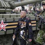 А неделю назад Порошенко думал с ними устроить совместное патрулирование.. И на парад в Киев бы пригласил. http://t.co/R0AnYEHpJx