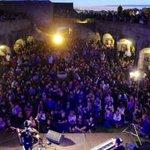 Fans de @Coque_Malla indignados por que en el castillo solo entraban 400 personas. #Coruña http://t.co/di8wWvbTSH http://t.co/4ZuYAIKW9z
