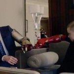 Роберт Дауни дарит однорукому мальчику бионическую руку. Кобзон дарит онкобольному пирамидку. http://t.co/nGILwJzWjm