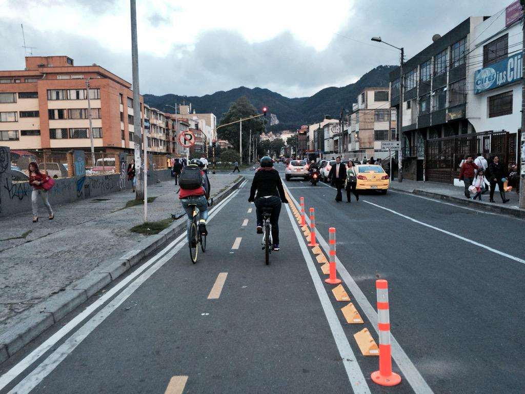 Nuevo #bicicarril cl 53B conectividad ciclorruta cl 53 con NQS por cr 24, bien Alcalde @petrogustavo @idubogota http://t.co/iVVU6CD3nf
