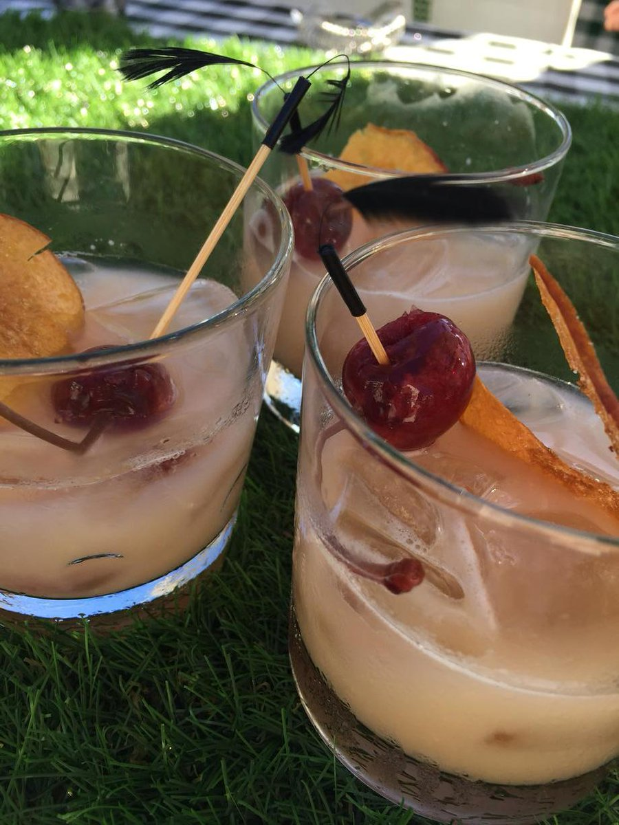 Stone fruit whiskey sour w carbonated cherry and salted peach chip @MoninUSA #Flavor2015 http://t.co/ZXW7IdQtMH