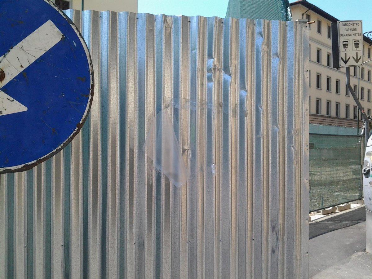 """RT @cozzi_alessia: @Lavori_Tram_Fi  linea3 cantiere C2 pochi giorni fa c'era cartello con nome direttore lavori niente ditta ora zero http:…<a target=""""_blank"""" href=""""http://t.co/fgVK6G1PFK""""><br><b>Vai a Twitter<b></a>"""