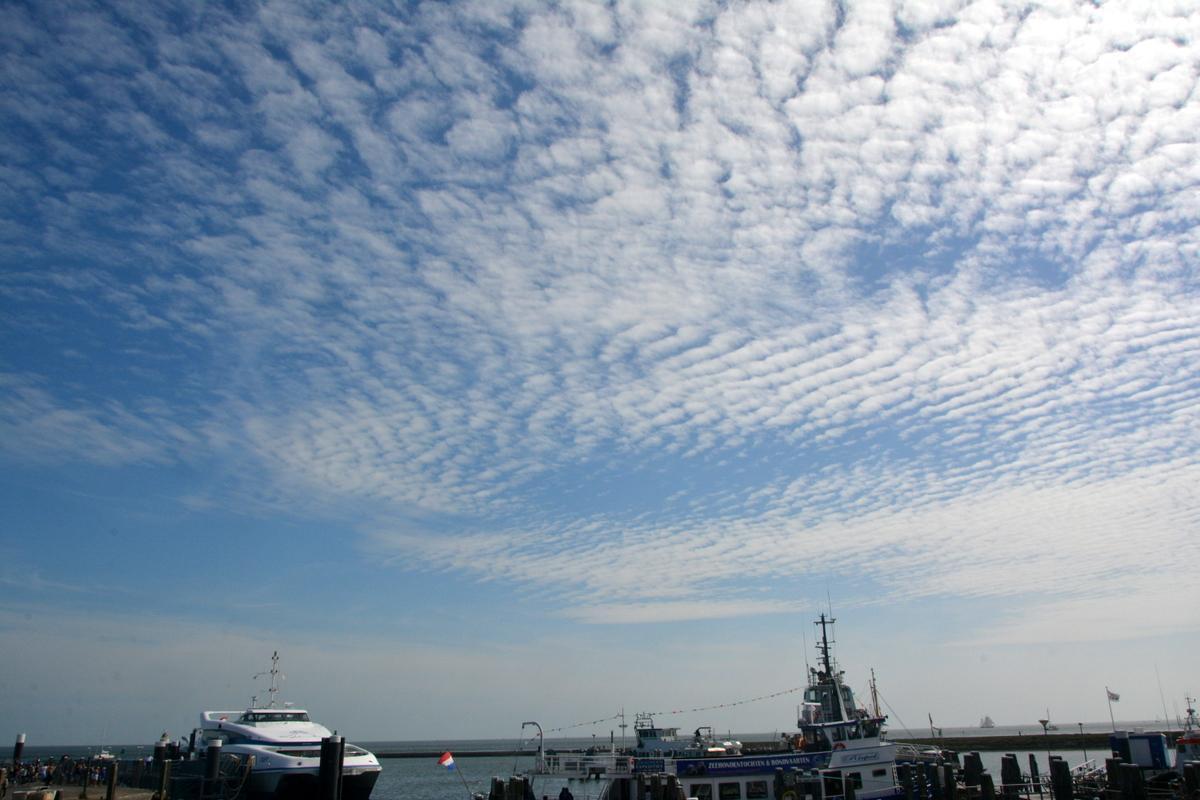 #altocumulus, undulatus structuur, ribbeltjes wolken boven #Terschelling http://t.co/dvmLVK0kdp