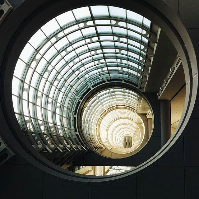 Interesting architecture in the #SanDiego convention center #vscocam #htconem9 http://t.co/SVeYGj9RqS http://t.co/ehBkuv1uHz